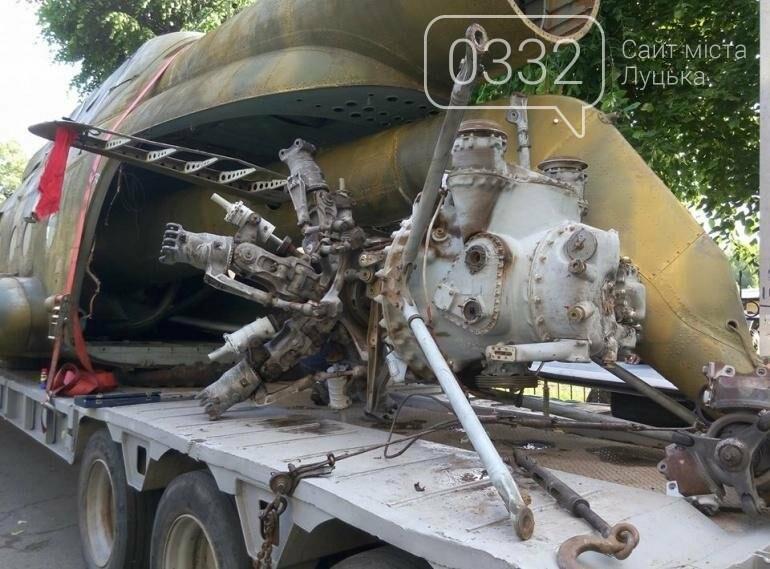 З луцького військового музею забрали на відновлення вертоліт та ракету (ФОТО), фото-6