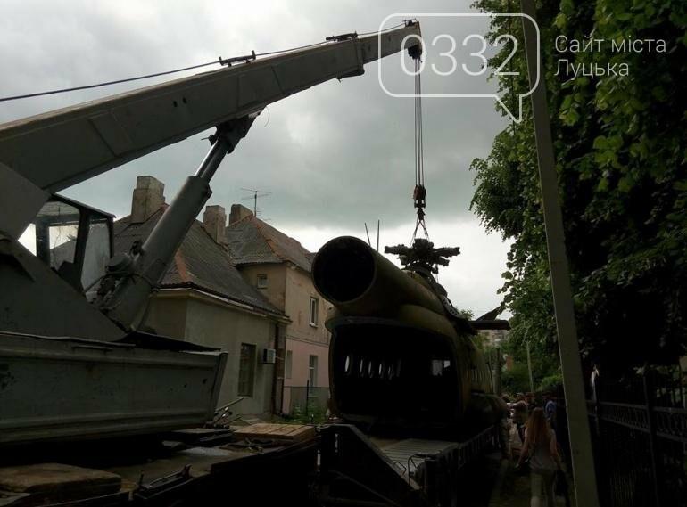 З луцького військового музею забрали на відновлення вертоліт та ракету (ФОТО), фото-1