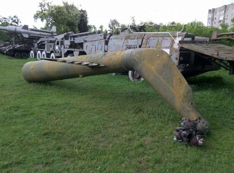 З луцького військового музею забрали на відновлення вертоліт та ракету (ФОТО), фото-9