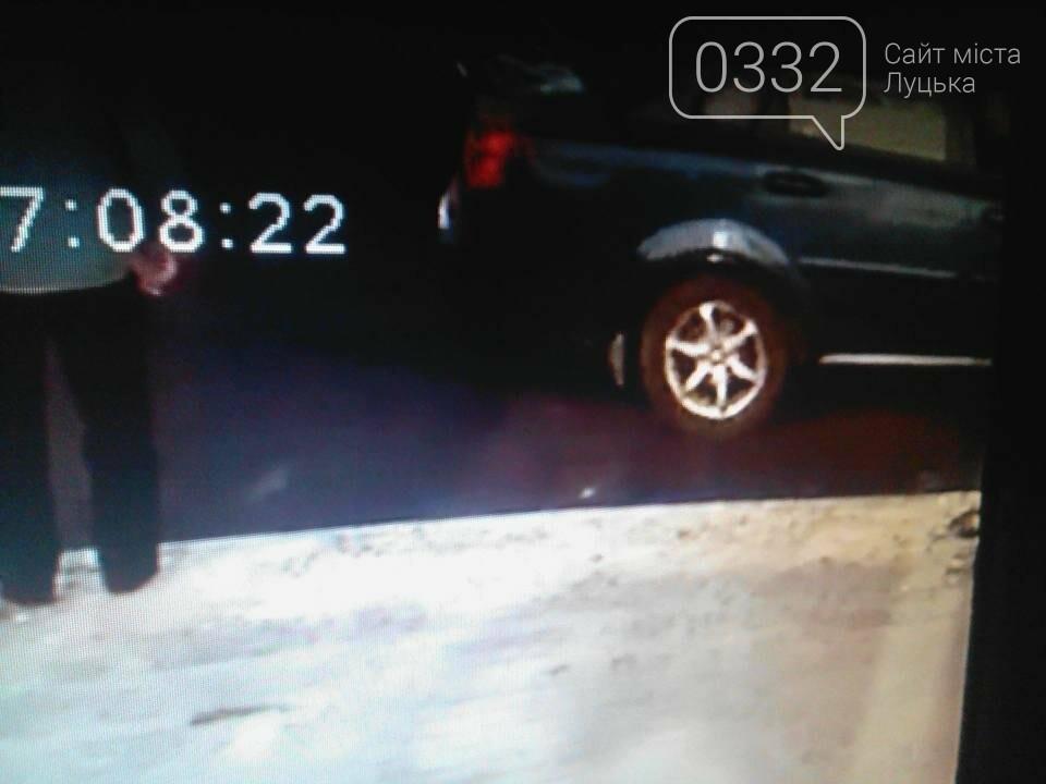 У Луцьку злодії обкрадають автівки, фото-1
