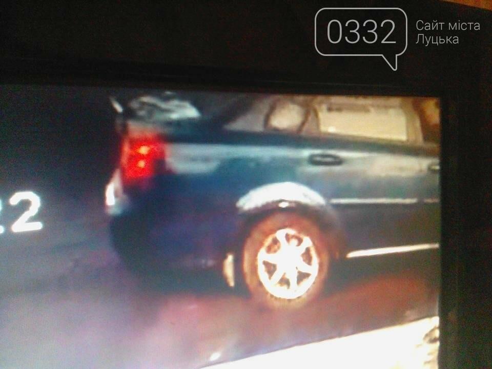 У Луцьку злодії обкрадають автівки, фото-4