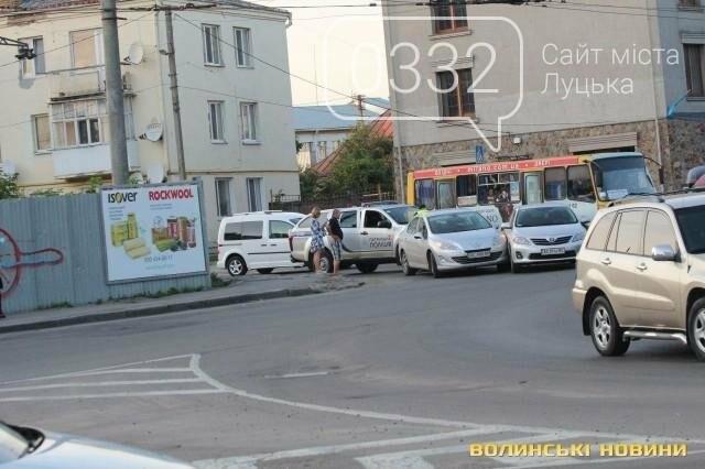ДТП  біля «Променя»: Toyota і Peugeot не поділили дорогу, фото-3