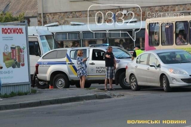 ДТП  біля «Променя»: Toyota і Peugeot не поділили дорогу, фото-4