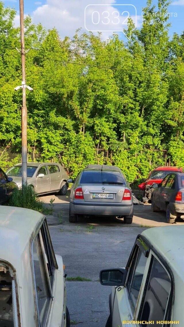 Поліцейська з Луцька їздить на авто, на якому збила мотоцикліста, поки триває розслідування , фото-6