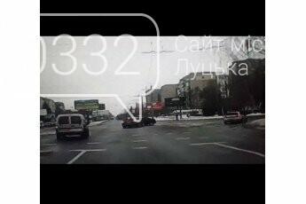 У Луцьку на перехресті − ДТП: винуватець втік, шукають свідків, фото-1