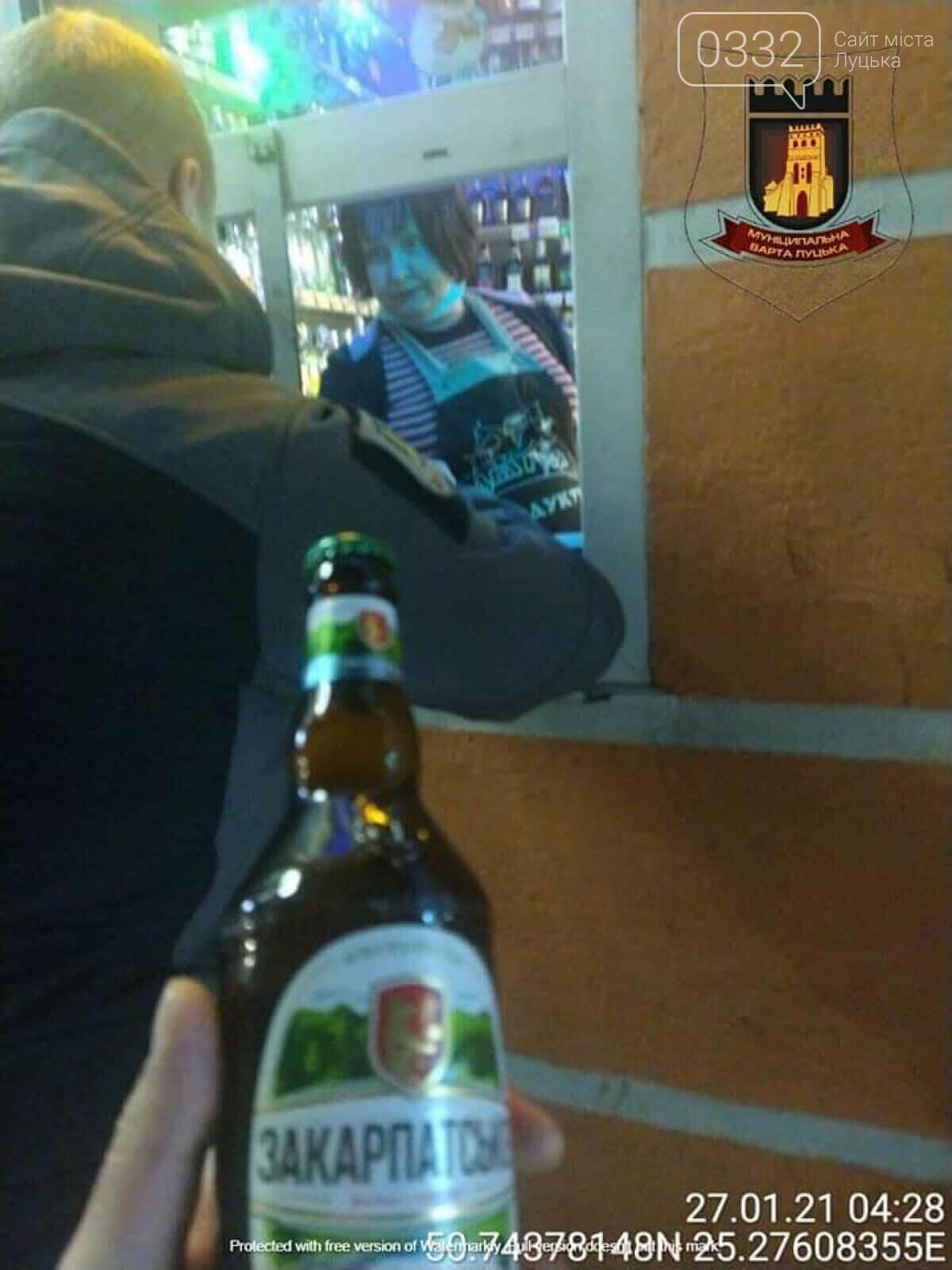 У Луцьку вночі знову спіймали пpодавчиню на забоpоненій тоpгівлі алкоголем , фото-1