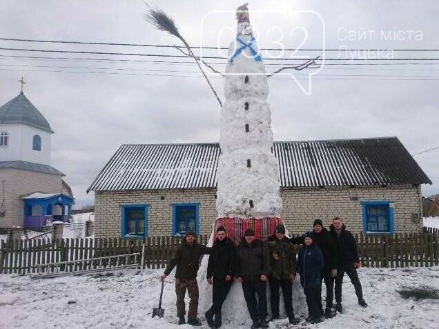 На Волині зліпили семиметрового сніговика, фото-1