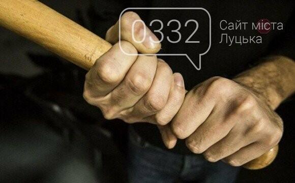 Били палицями: у Луцьку чоловіки ледве не забили 17-річного хлопця, фото-1