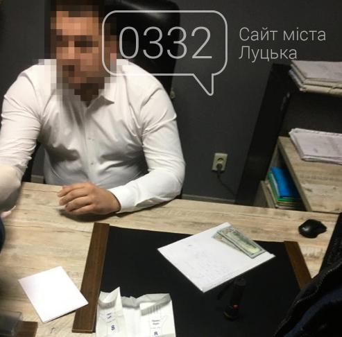 Вимагав у клієнта 2 тисячі доларів: у Луцьку на хабарі затримали адвоката, фото-1