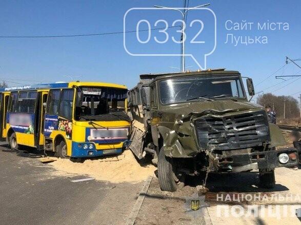 На Волині через зіткнення маршрутки та вантажівки постраждало семеро людей, фото-1