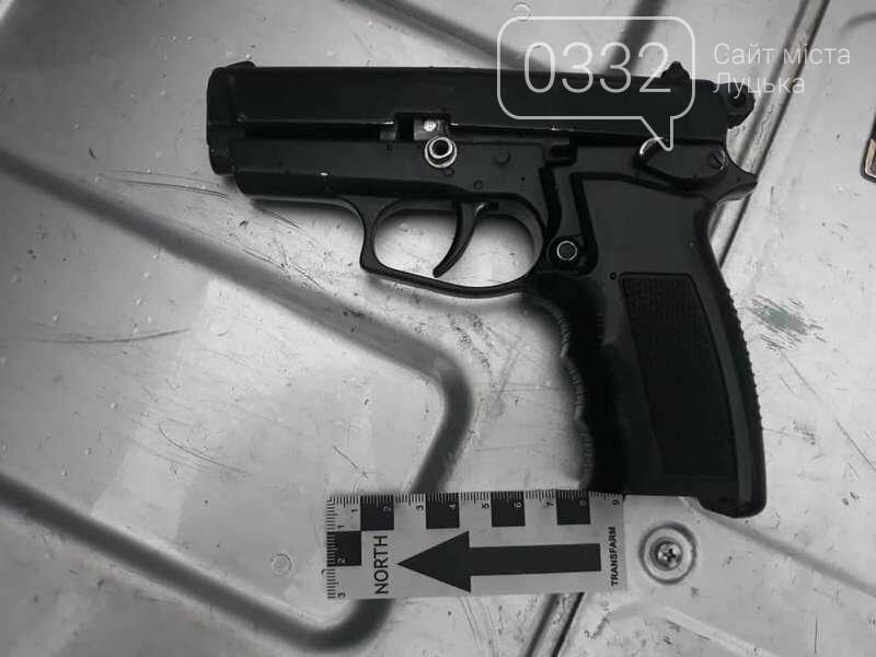 П'яний лучанин у маршрутці розмахував пістолетом (фото), фото-2