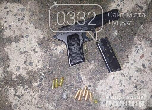 У Луцьку чоловік з пістолетом сів у авто 23-річного хлопця і погрожував підірвати його гранатою, фото-1
