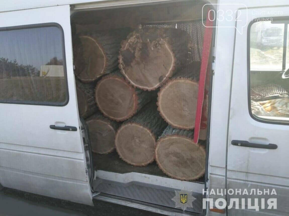Біля Луцька спіймали мікроавтобус з колодами дуба, фото-1