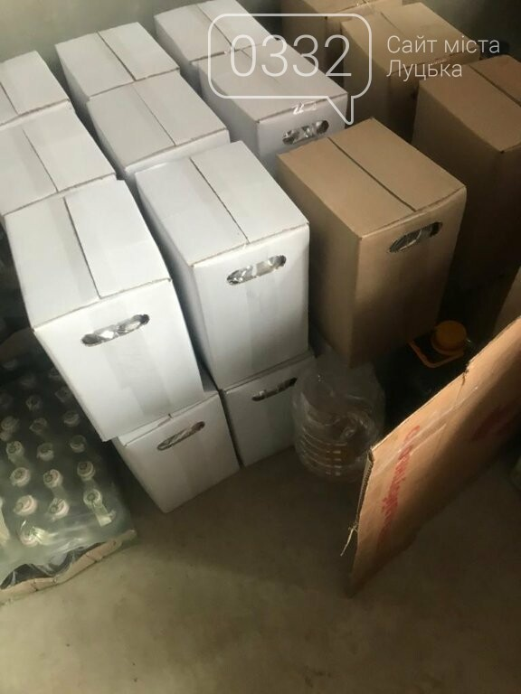 Прикордонники Луцького загону зупинили бус, вщент запакований контрафактом, фото-4