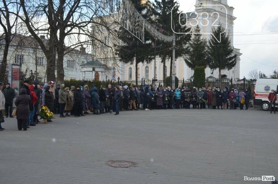 У Луцьку попрощалися із полеглим на Сході Героєм Сергієм Сулимою. ФОТО, фото-34