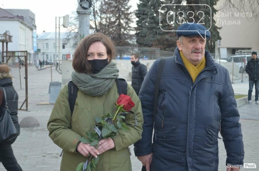 У Луцьку попрощалися із полеглим на Сході Героєм Сергієм Сулимою. ФОТО, фото-7