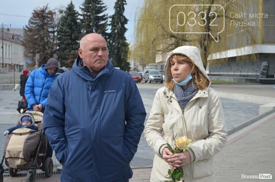 У Луцьку попрощалися із полеглим на Сході Героєм Сергієм Сулимою. ФОТО, фото-19
