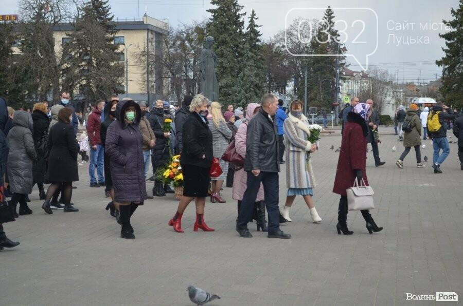 У Луцьку попрощалися із полеглим на Сході Героєм Сергієм Сулимою. ФОТО, фото-22