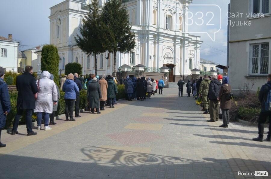 У Луцьку попрощалися із полеглим на Сході Героєм Сергієм Сулимою. ФОТО, фото-21