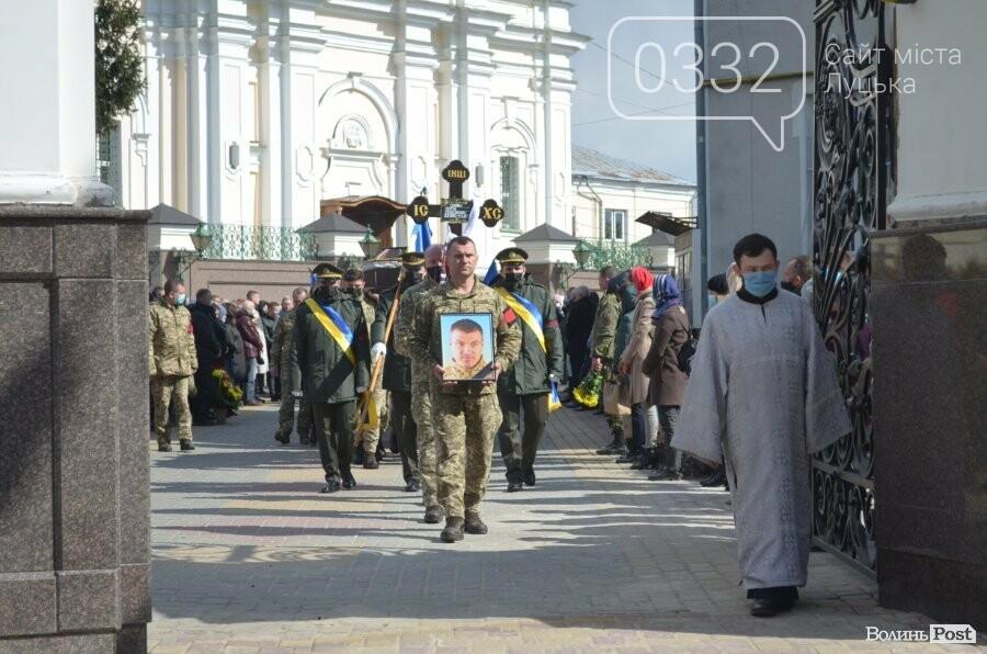 У Луцьку попрощалися із полеглим на Сході Героєм Сергієм Сулимою. ФОТО, фото-35