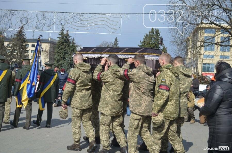 У Луцьку попрощалися із полеглим на Сході Героєм Сергієм Сулимою. ФОТО, фото-50