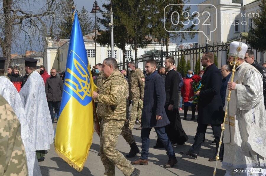 У Луцьку попрощалися із полеглим на Сході Героєм Сергієм Сулимою. ФОТО, фото-49