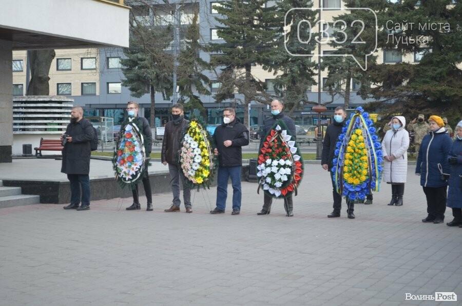 У Луцьку попрощалися із полеглим на Сході Героєм Сергієм Сулимою. ФОТО, фото-33
