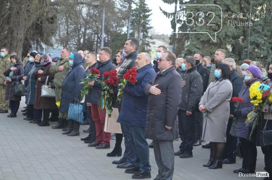 У Луцьку попрощалися із полеглим на Сході Героєм Сергієм Сулимою. ФОТО, фото-31
