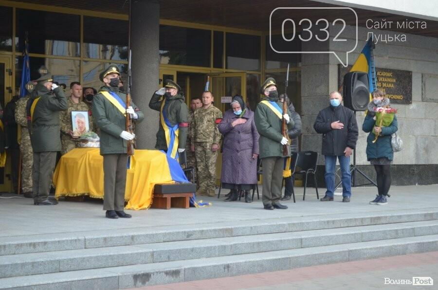 У Луцьку попрощалися із полеглим на Сході Героєм Сергієм Сулимою. ФОТО, фото-13