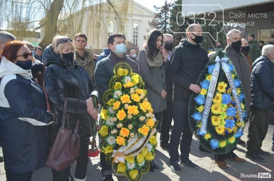У Луцьку попрощалися із полеглим на Сході Героєм Сергієм Сулимою. ФОТО, фото-45