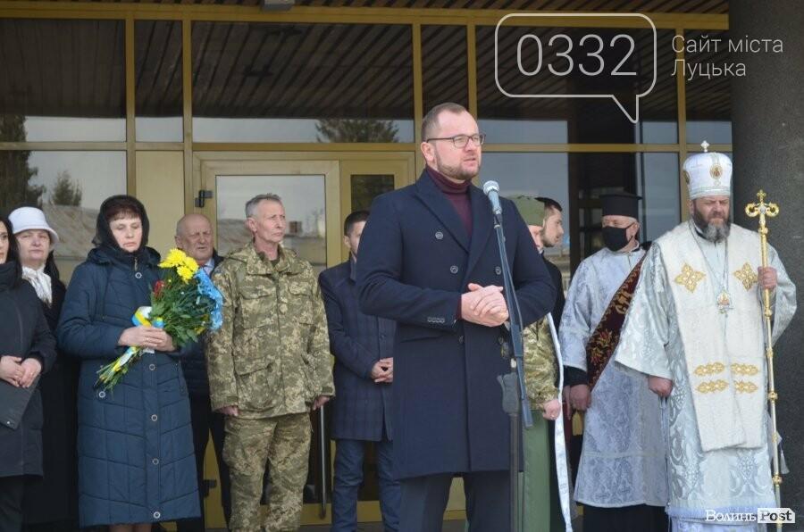 У Луцьку попрощалися із полеглим на Сході Героєм Сергієм Сулимою. ФОТО, фото-11
