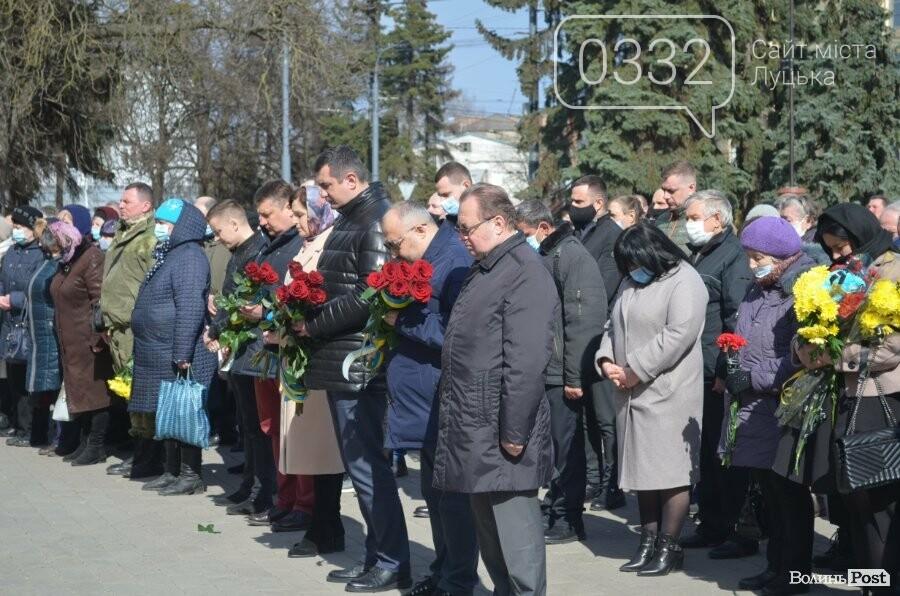 У Луцьку попрощалися із полеглим на Сході Героєм Сергієм Сулимою. ФОТО, фото-48