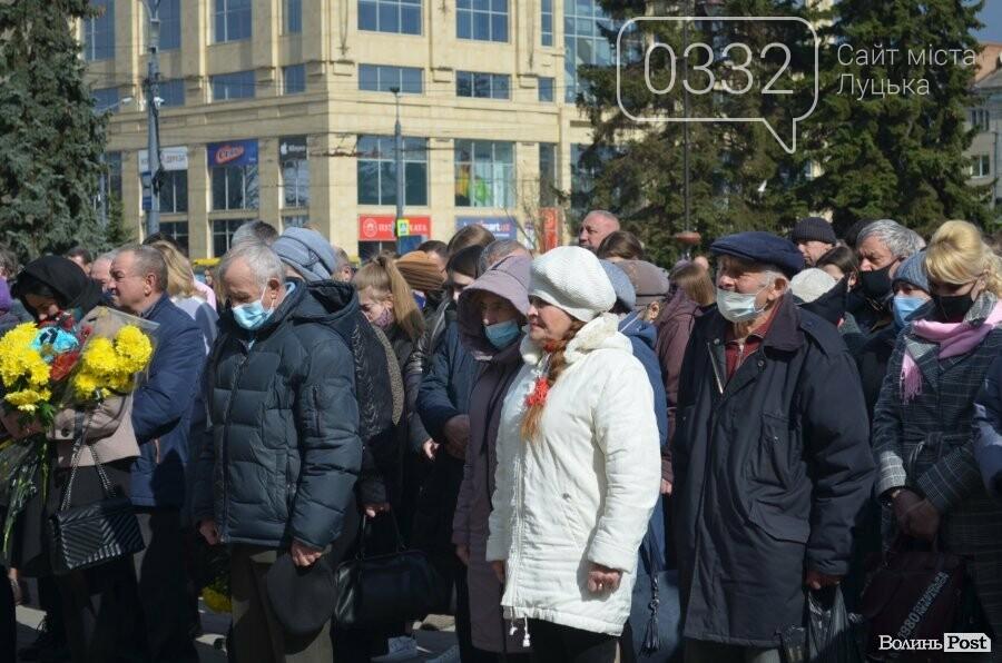 У Луцьку попрощалися із полеглим на Сході Героєм Сергієм Сулимою. ФОТО, фото-38