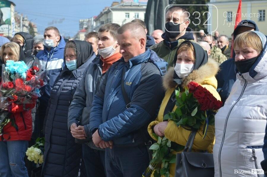 У Луцьку попрощалися із полеглим на Сході Героєм Сергієм Сулимою. ФОТО, фото-27