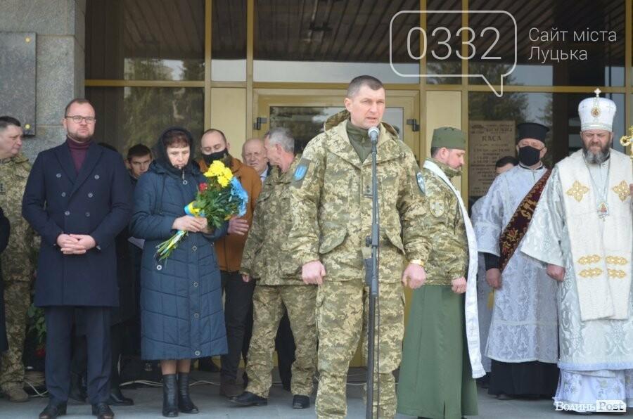 У Луцьку попрощалися із полеглим на Сході Героєм Сергієм Сулимою. ФОТО, фото-20