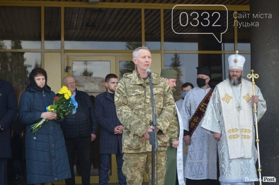 У Луцьку попрощалися із полеглим на Сході Героєм Сергієм Сулимою. ФОТО, фото-10