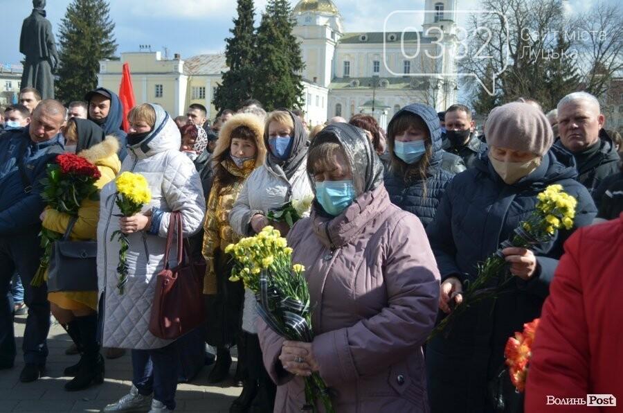 У Луцьку попрощалися із полеглим на Сході Героєм Сергієм Сулимою. ФОТО, фото-41