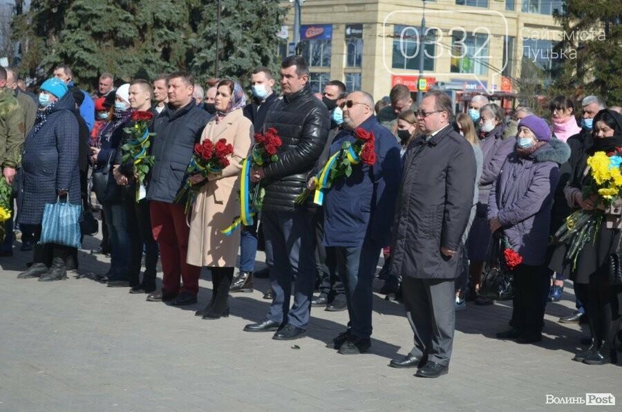 У Луцьку попрощалися із полеглим на Сході Героєм Сергієм Сулимою. ФОТО, фото-37