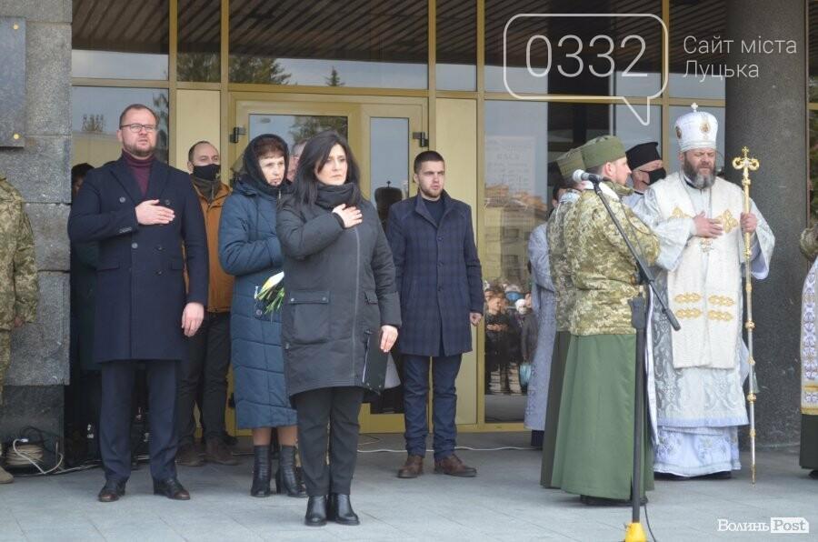 У Луцьку попрощалися із полеглим на Сході Героєм Сергієм Сулимою. ФОТО, фото-14