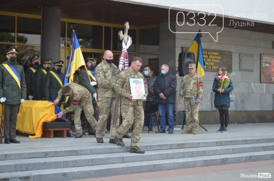 У Луцьку попрощалися із полеглим на Сході Героєм Сергієм Сулимою. ФОТО, фото-23
