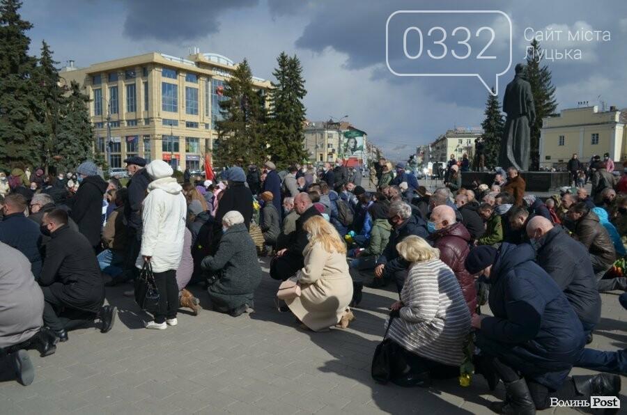 У Луцьку попрощалися із полеглим на Сході Героєм Сергієм Сулимою. ФОТО, фото-26
