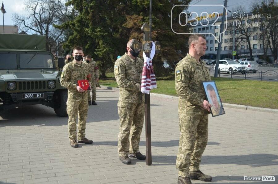 У Луцьку попрощалися із полеглим на Сході Героєм Сергієм Сулимою. ФОТО, фото-42