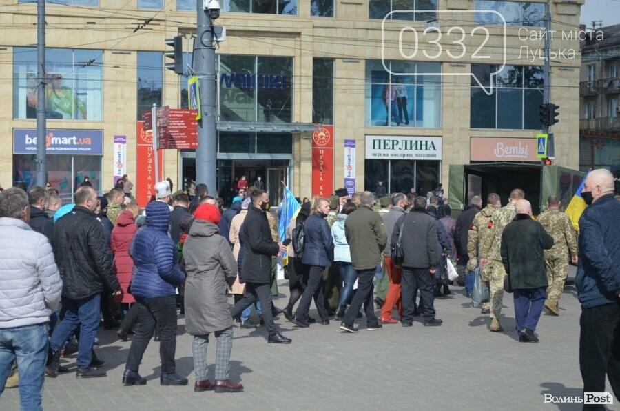 У Луцьку попрощалися із полеглим на Сході Героєм Сергієм Сулимою. ФОТО, фото-40