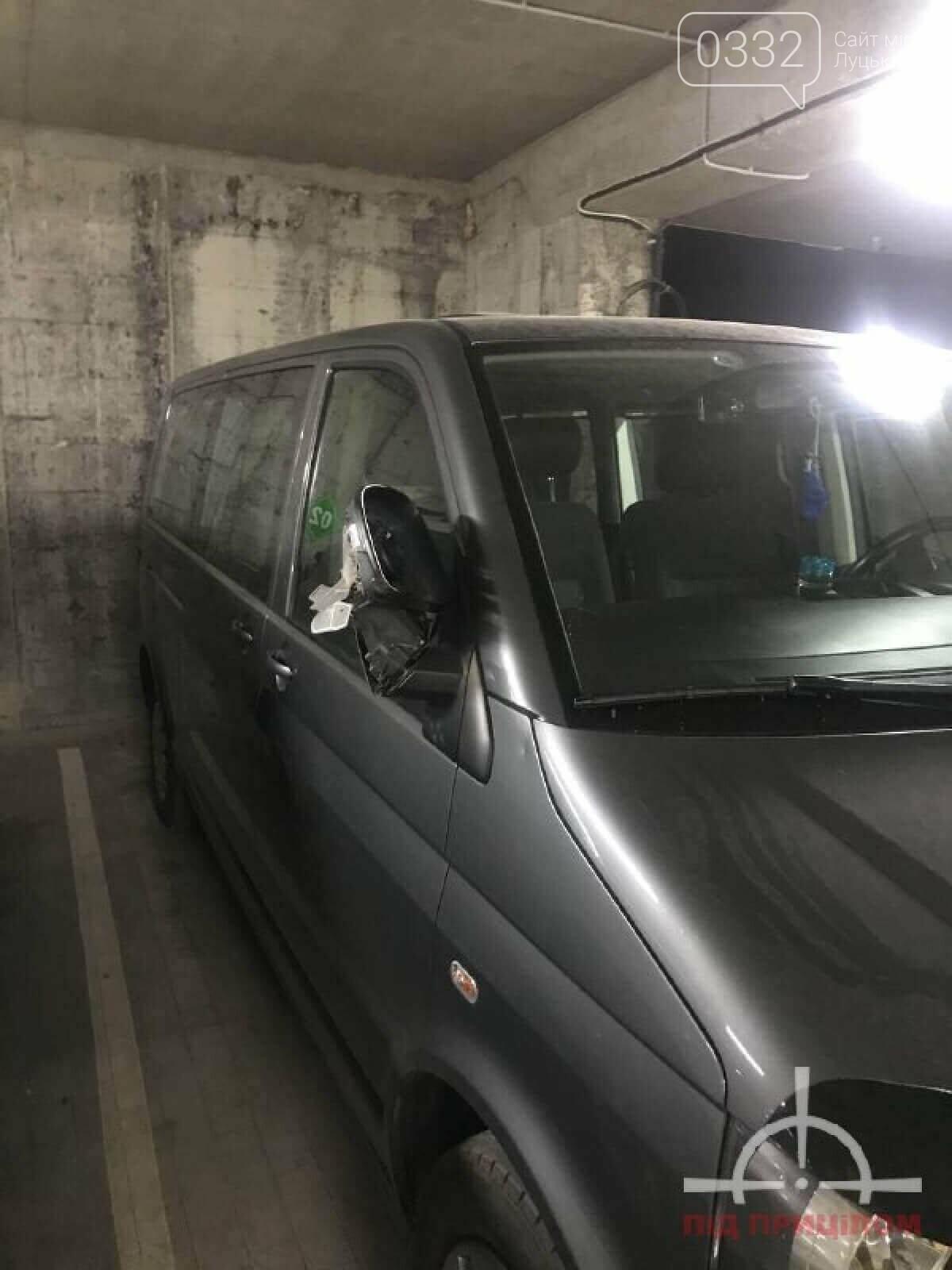 У луцькій новобудові вандал потрощив автівки: порушника забрала поліція, фото-6