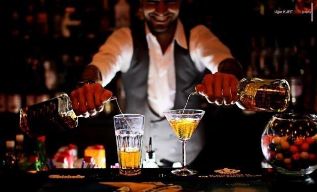 «0332.ua»: Обери найбільш відомого та харизматичного бармена у Луцьку, фото-1