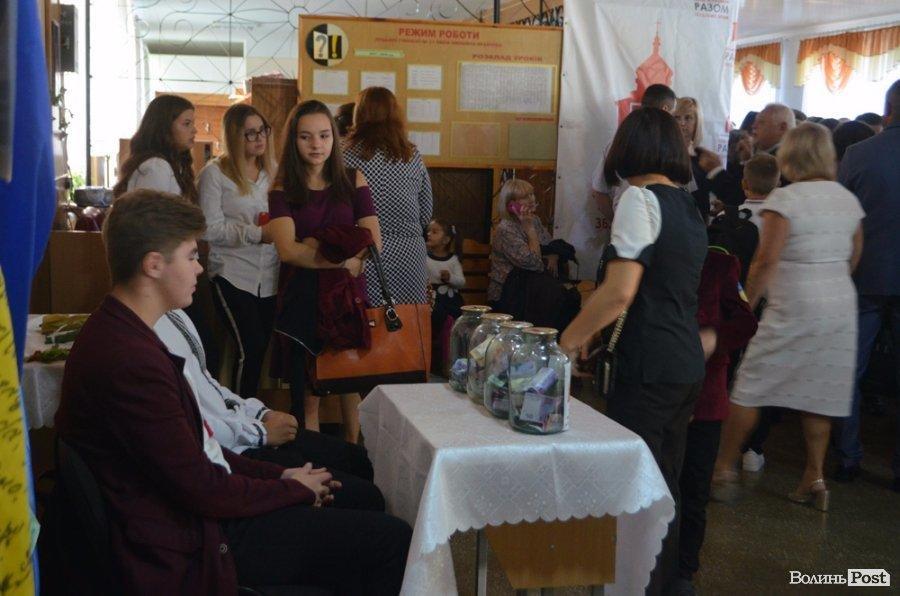 Луцька школа відмовилася від квітів на День знань заради благодійності, фото-3