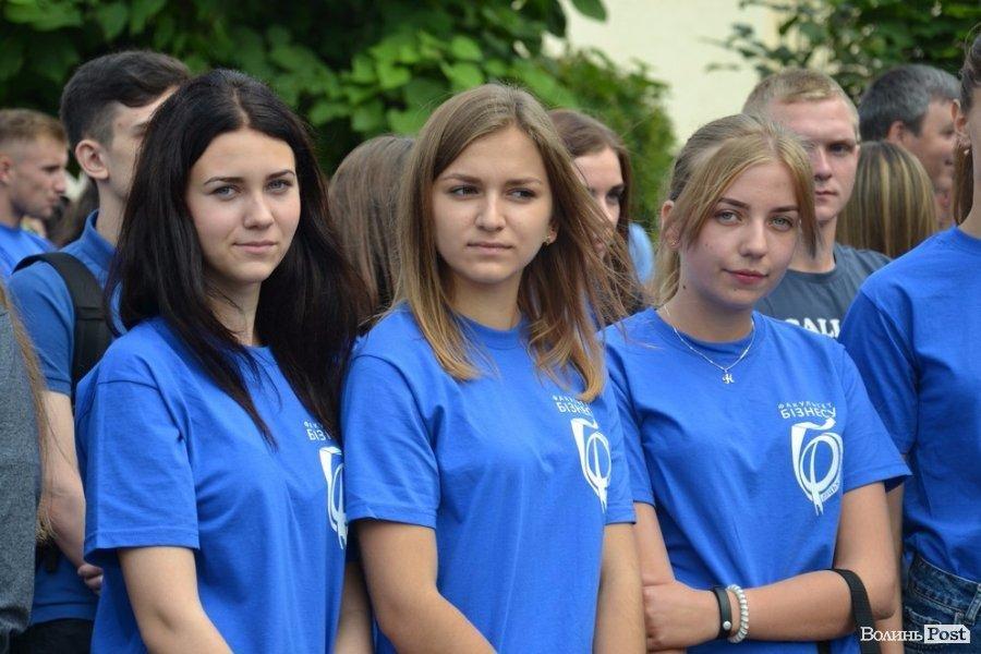 Ще вчора - школярі, а сьогодні -  вже студенти (ФОТО), фото-2