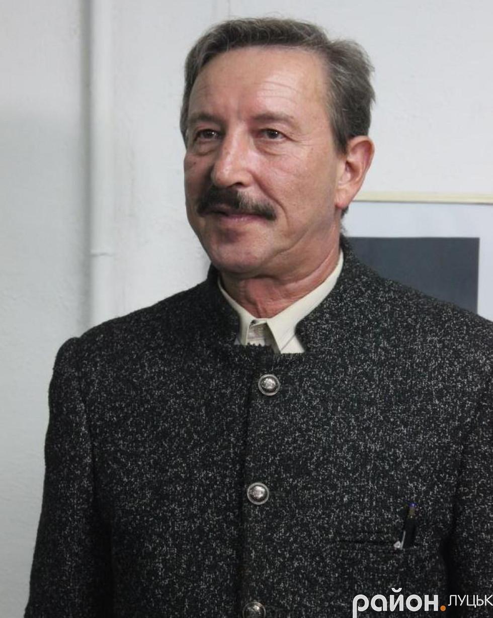 «Це дуже забута техніка», - художник про виставку у Луцьку (ФОТО), фото-1