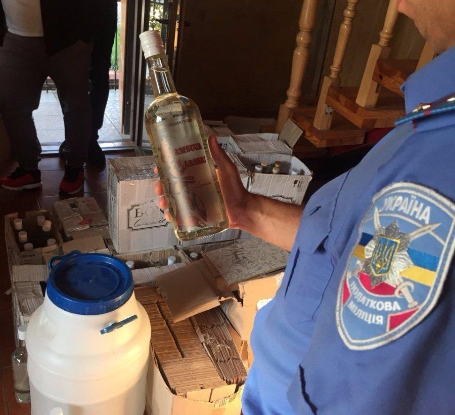 У Луцьку викрили підпільне виробництво алкогольних напоїв, фото-1