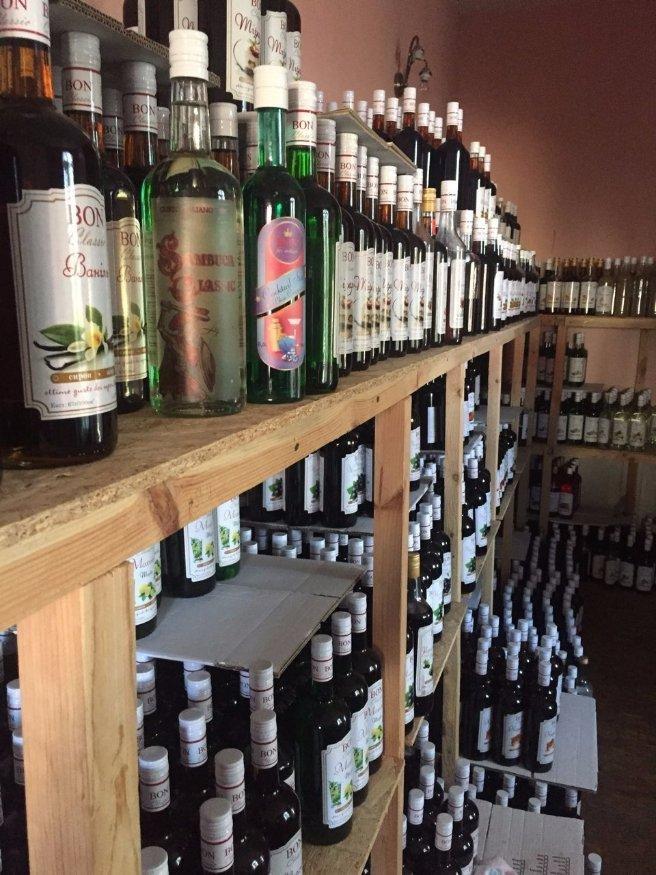 У Луцьку викрили підпільне виробництво алкогольних напоїв, фото-4